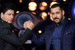BOLLYWOOD : Shah Rukh Khan Beri Kado Mobil Mewah ke Salman Khan