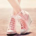 TREN MODE TERBARU : Tips Merawat Sneakers Wedges