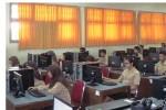 Siswa SMKN 3 Jogja saat melakukan simulasi pengerjaan soal UNBK di kelas K10, Sabtu (9/1/2016). (Joko Nugroho/JIBI/Harian Jogja)