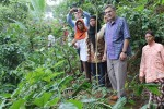 Duta Besar Kanada untuk Indonesia, H.E. Donald Bobiash mengamati perkebunan kopi Suroloyo di Desa Gerbosari, Kecamatan Samigaluh, Kulonprogo, Rabu (20/1/2016). (Dokumentasi humas)