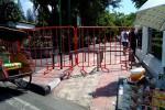 Pagar di tepi Jalan Malioboro menutup akses pejalan kaki di depan Gedung Agung membuat pengunjung harus bergantian saat ingin melintas. Foto diambil Sabtu (16/1/2016). (Gilang Jiwana/JIBI/Harian Jogja)