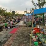 Puluhan PKL berjualan di Alun-alun kompleks perkantoran Pemkab Boyolali, Kelurahan Kemiri, Mojosongo, Boyolali, Sabtu (2/1/2016). (Muhammad Ismail/JIBI/Solopos)