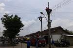 Tiang listrik di depan Pasar Sentolo dipindah (Sekar Langit Nariswari/JIBI/Harian Jogja)
