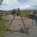 KERUSAKAN INFRASTRUKTUR KLATEN : Talut Jalan Ambrol, Arus Lalu Lintas di Ngrundul Dialihkan