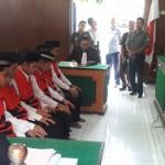 Enam terdakwa mendengarkan tuntutan jaksa dalam sidang di PN Boyolali, Selasa (16/2/2016). (Hijriyah Al Wakhidah/JIBI/Solopos)