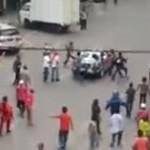 Tangkapan layar rekaman bentrok Ormas di Medan. (Istimewa/Youtube)