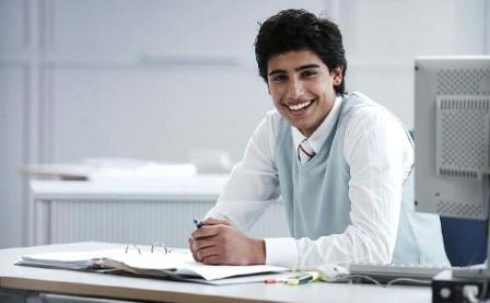 Ilustrasi seseorang yang bekerja sambil kuliah (Bosch-career.de)