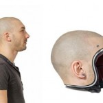 John Mullor dan helm unik ciptaannya. (Ridingmode.com)