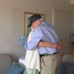 Norwood Thomas dan Joyce Morris saat bertemu kembali setelah 70 tahun berpisah. (Huffingtonpost.com)