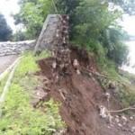 Tanggul Bengawan Solo yang terletak di Desa Pilang, Masaran, Sragen jebol, Jumat (12/2/2016) pukul 17.30 WIB. (Moh Khodiq Duhri/JIBI/Solopos)