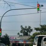 Traffic light di pertigaan Bangak, Banyudono, Boyolali, menyala semua, Jumat (26/2/2016) pagi. Kerusakan lampu pengatur lalu lintas ini membuat pengendara bingung. (Hijriyah Al Wakhidah/JIBI/Solopos)