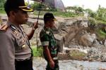 FOTO BANJIR BLITAR : Polisi dan Tentara Datangi Sabo Dam