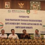 Kepala Kantor Cabang BPJS Kesehatan Solo, Bimantoro (tiga dari kanan), memberikan keterangan kepada wartawan di Syariah Hotel Solo, Rabu (3/2/2016). Dia menginformasikan pembentukan Posko Pemantauan dan Penanganan Pengaduan Distribusi Kartu Indonesia Sehat (KIS) penerima bantuan iuran (PBI) di Kantor BPJS Solo. (Shoqib Angriwan/JIBI/Solopos)