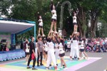 Tim cheerleader dari SMAN 3 Madiun unjuk gigi di area Car Free Day Madiun, Minggu (21/2/2016). (Abdul Jalil/JIBI/Madiunpos.com)
