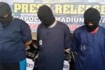 Polisi memberikan keterangan kepada wartawan mengenai aksi pencurian di Kota Madiun, Kamis (18/2/2016). (Abdul Jalil/JIBI/Madiunpos.com)