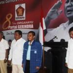 Ketua DPD Gerindra Jateng, Abdul Wachid (tengah), bersama para kader Gerindra tengah menyanyikan lagu Indonesia Raya dalam acara HUT ke-8 Partai Gerindra di Kantor DPD Partai Gerindra Jateng di Jalan Pamularsih, Semarang, Sabtu (6/2/2016). (Imam Yuda Saputra/JIBI/Semarangpos.com)