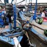 Seorang anak nelayan berada diatas kapal di Muarareja, Tegal, Jawa Tengah, Selasa (2/2/2016).(JIBI/Solopos/Antara/Oky Lukmansyah)