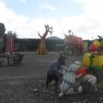 Pekerja menata posisi lampion di lahan bekas Terminal Giri Adipura, Klampisan, Kelurahan Kaliancar, Kecamatan Selogiri, Wonogiri, Jumat (26/2/2016). (Trianto Hery Suryono/JIBI/Solopos)