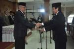 Bupati Sri Purnomo (kiri) saat melantik Direktur PDAM Sleman Dwi Nurwata untuk masa jabatan 2016-2020 di Pemkab Sleman, Rabu (24/2/2016). (Abdul Hamid Razak/JIBI/Harian Jogja)
