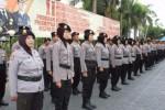 Sejumlah wanita polisi atau yang biasa disebut Polwan di Polres Trenggalek mengikuti sosialisasi mengenai aturan seragam berjilbab di Mapolres Trenggalek. (foto : tribatanewsjatim.com )