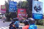 Sejumlah papan reklame berdiri di persimpangan jalan depan Terminal Wates, Kulonprogo, Rabu (24/2/2016). (Rima Sekarani I.N./JIBI/Harian Jogja)