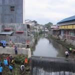 Warga di Klaten resik-resik kali di kawasan perkotaan, Sabtu (13/2/2016). Kegiatan tersebut dalam rangka membersihkan sampah di sungai sekaligus guna mencegah ancaman banjir. (Ponco Suseno/JIBI/Solopos)