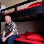 PERESMIAN RUSUNAWA BURUH : Dua Menteri Melihat Kamar Rusunawa untuk Kaum Pekerja