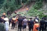 Kerja bakti membersihkan tanah longsor di Samigaluh Kulonprogo, Sabtu (6/2/2016). (Sekar Langit Nariswari/JIBI/Harian Jogja)