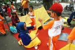 Membuat Layang-layang bersama Orang Tua (Desi Suryanto/JIBI/Harian Jogja)