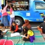Mobil perpustakaan keliling di arena Car Free Day (CFD) Kudus, Minggu (6/3/2016). (JIBI/Solopos/Antara/Yusuf Nugroho)