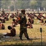 Calon tentara India mengerjakan ujian (First Post)