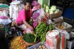 Pedagang menjual cabai di Pasar Demangan, Jumat (11/3). Saat ini harga cabai terus mengalami kenaikan. (Bernadheta Dian Saraswati/JIBI/Harian Jogja)