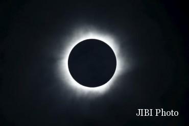 Gerhana matahari total di atas Pulau Ternate, Sulawesi, Indonesia, Rabu (9/3/2016) (JIBI/Solopos/Reuters/Beawiharta)