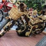 MODIFIKASI MOTOR: Intip Uniknya Honda Astrea Berbahan Bambu Ini