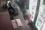 Pencuri beraksi tanpa baju (Mirror)