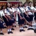 Aksi dirigen paduan suara yang bikin tercengang. (Istimewa/Youtube)