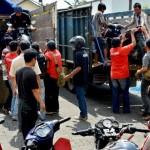 Polisi menurunkan 25 sepeda motor yang dirampas sebagai barang bukti kasus penadahan motor curian di