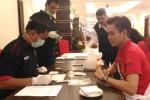 Peserta Ako Amoy Indonesia 2016 mengikuti tes urine di The Sahid Rich Jogja Hotel, Kamis (24/3/2016). (Bernadheta Dian Saraswati/JIBI/Harian Jogja)