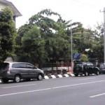 PENATAAN PARKIR SEMARANG : Parkir Mobil Sembarangan di Jl. Pemuda Semarang Jadi Gunjingan