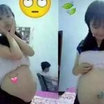 Gadis cilik ini pamer perut buncit yang diduga hamil. (Istimewa)
