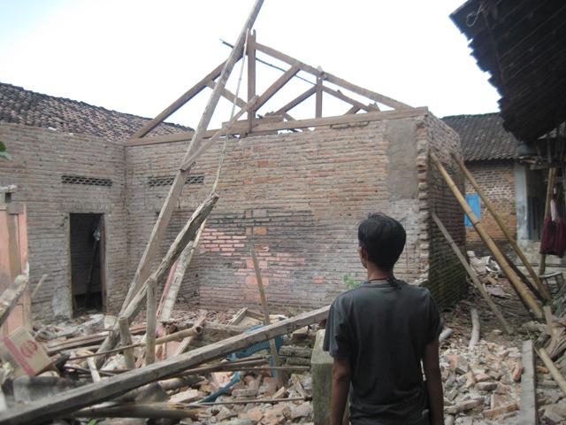 Kondisi rumah di Ngawen yang ambruk dan menimpa dua warga setempat. (Taufiq Sidik Prakoso/JIBI/Solopos)