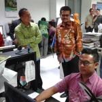 Gubernur Sulsel Syahrul Yasin Limpo (tengah) mengunjungi redaksi Solopos, Jumat (8/4/2016). (Irawan Sapto Adhi/JIBI/Solopos)