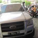 Mobil Ford Ranger terparkir di area parkir KCP BRI Delanggu yang berlokasi di jalan raya Solo-Jogja, Desa Sabrang, Kecamatan Delanggu, Rabu (27/4/2016). Mobil yang belum diketahui pemiliknya itu sudah terparkir di lokasi tersebut sejak dua pekan terakhir. (Taufiq Sidik Prakoso/JIBI/Solopos)