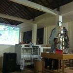 Fotografer Presiden, Agus Suparto, sedang menjelaskan karya-karyanya di hadapan peserta Diskusi Fotografi di Lantai II, Pasar Kembang, Solo,Selasa (19/4/2016). (Hanifah Kusumastuti/JIBI/Solopos)