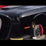 Dodge Charger tanpa pelek dan diganjal bata. (Autoevolution.com)