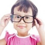 Ilustrasi anak dengan gangguan mata (Boldsky.com)