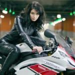 Ilustrasi lady biker. (Autoevolution.com)
