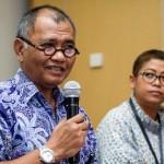 Ketua KPK Agus Rahardjo (kiri) didampingi Pelaksana harian Kepala Biro Humas KPK Yuyuk Andriati (kanan) memberikan konferensi pers tersangka baru hasil operasi tangkap tangan (OTT) di Gedung KPK, Jakarta, Kamis (21/4/2016). KPK menetapkan Panitera PN Jakpus Edy Nasution dan Doddy Aryanto Supeno selaku pihak swasta sebagai tersangka kasus dugaan suap penanganan peninjauan kembali (PK) yang diajukan pihak swasta ke PN Jakpus. Keduanya tertangkap OTT KPK pada Rabu (20/4/2016). (JIBI/Solopos/Antara/Sigid Kurniawan)