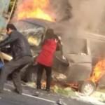 Mobil terbakar (Shanghaiist.com)