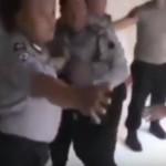 VIDEO UNIK YOUTUBE : Sesama Polisi Nyaris Baku Hantam, Tonton Sampai Selesai!